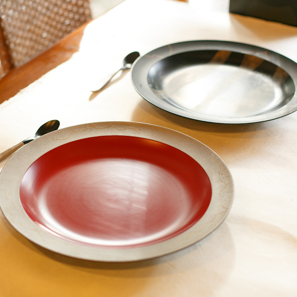 Kijishi make the natural wood tableware that will have lacquer coatings applied to it. Inspired by his father-in-law Mr. Ohkura then began his lacquerware ... & Lacquer / Shinichi Ohkura |???? ???? ??????| ??? ...